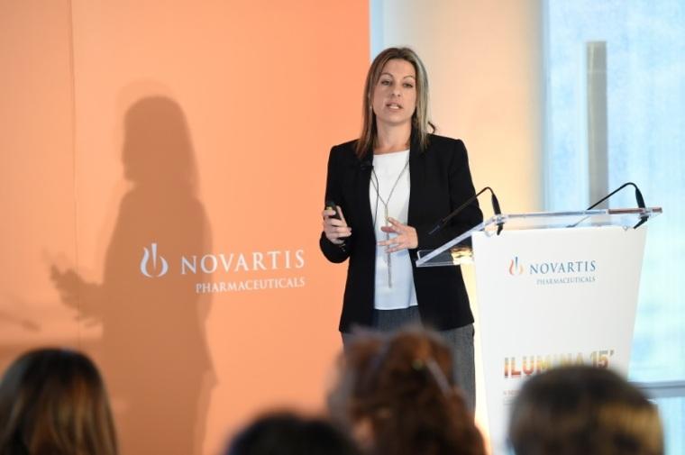 """La neuróloga Cristina Llarena en su intervención sobre """"Identificación y derivación del brote""""."""