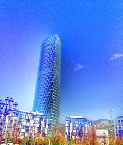 """La Torre Iberdrola un espectacular """"escenario de altura"""" para un gran  evento, con 165 metros de altura y """"símbolo"""" de la innovación y transformación de la villa de Bilbao."""