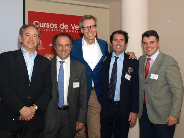 """Los especialistas participaantes en el encuentro celebrado en El Escorial bajo el titulo """"Las enfermedades periodontales ante el reto de la salud pública y la comunicación"""""""
