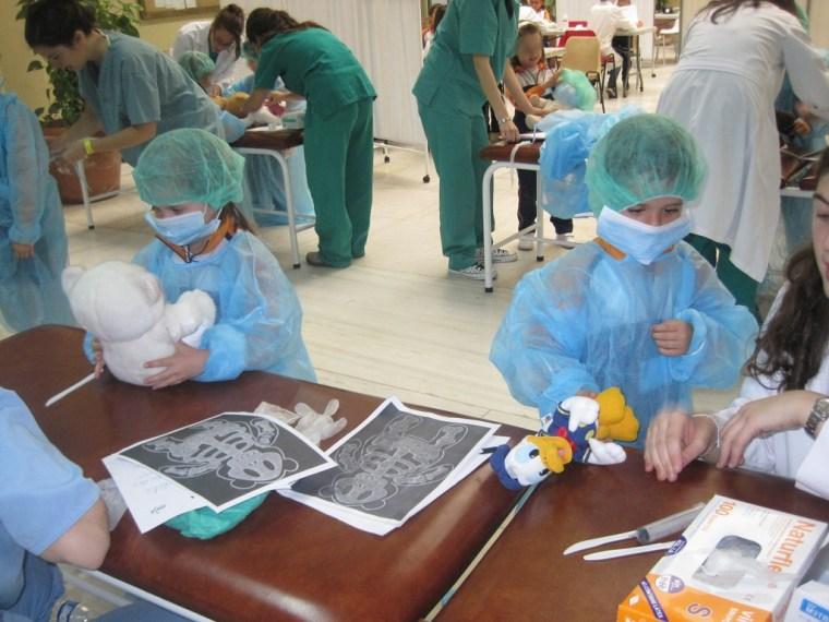 Los niños en el Hospital de Ositos